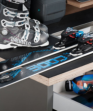 CUSTOMER SERVICE DESK UNIQ for ski rental shops